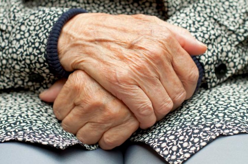 Wrinkled hands causes